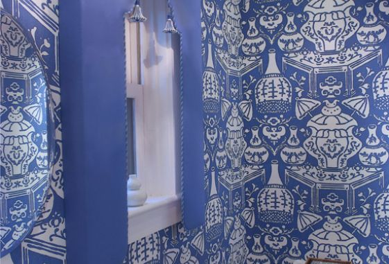 custom-window-drapery-treatment-pattern-walls-bathroom