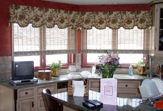 custom-window-treatments-drapes-blinds-bamboo-kitchen